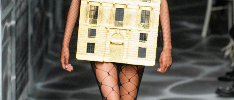 На показе Christian Dior Haute Couture появилось платье-дом.