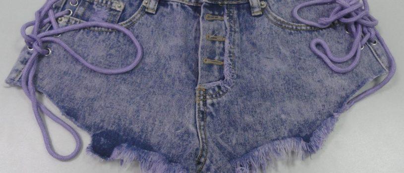 Немного фантазии и старые шорты приобретают обновлённый и посвежевший вид.