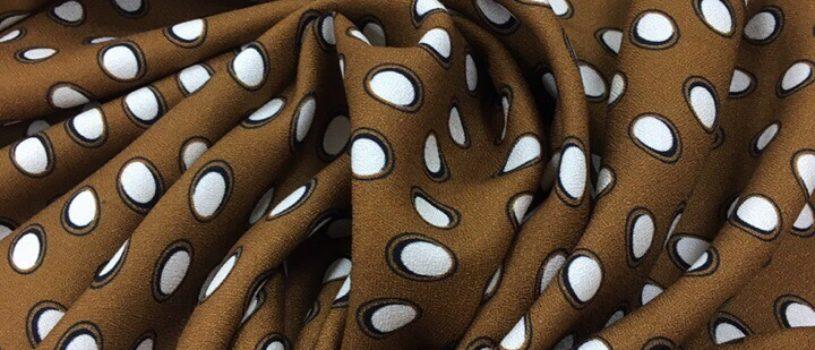 Когда хочется добавить в гардероб что-то яркое и ты любишь горошек  Рубашка с этим принтом из приятной мягчайшей вискозы — классный вариант для романтичных натур.