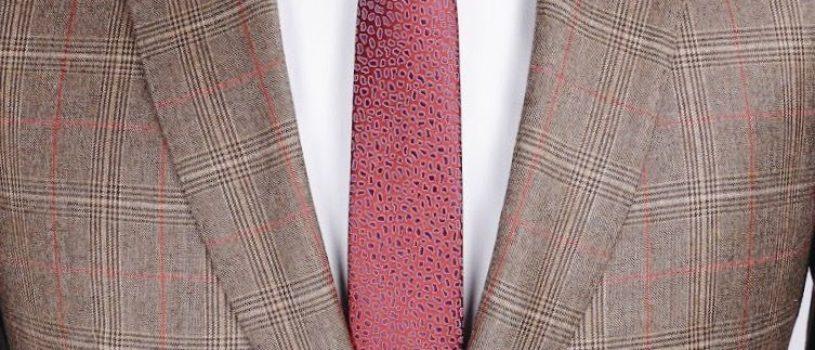 Пиджак из гладкой шерсти плотностью 270 г/м в теплых осенних оттенках — идеальный вариант для текущего сезона.