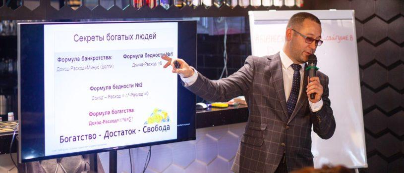 """Мы в """"Gustavo"""" знаем секреты идеальной посадки костюма а @o_saygushev_o_finansah знает  все секреты богатых людей"""